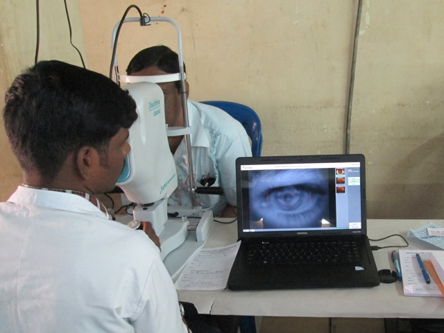 welcare-eye-screening-of-man-640x480